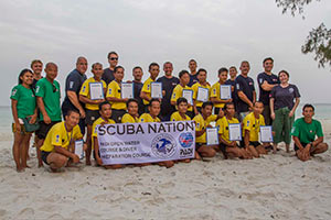 The-PADI-Open-Water-Diver-students-with-their-instructors-and-staff-3