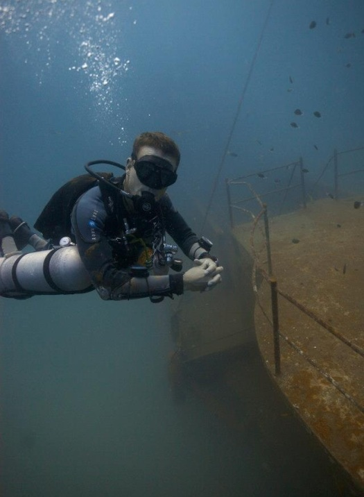 Self-Reliant Diver in Sidemount configuration