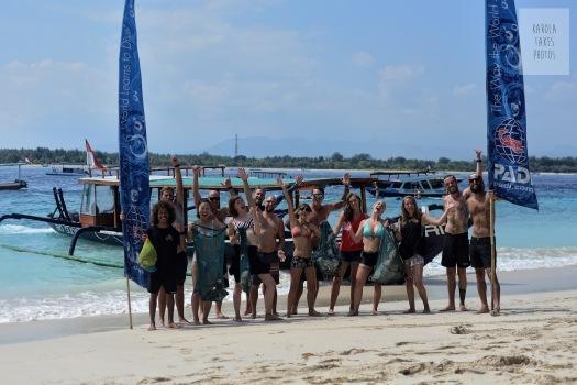 Happy Dive Against Debris Divers
